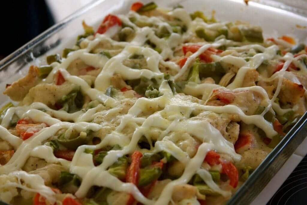 Brokkoliauflauf mit Hühnchen - Fırında Tavuklu Kaşarlı Brokoli