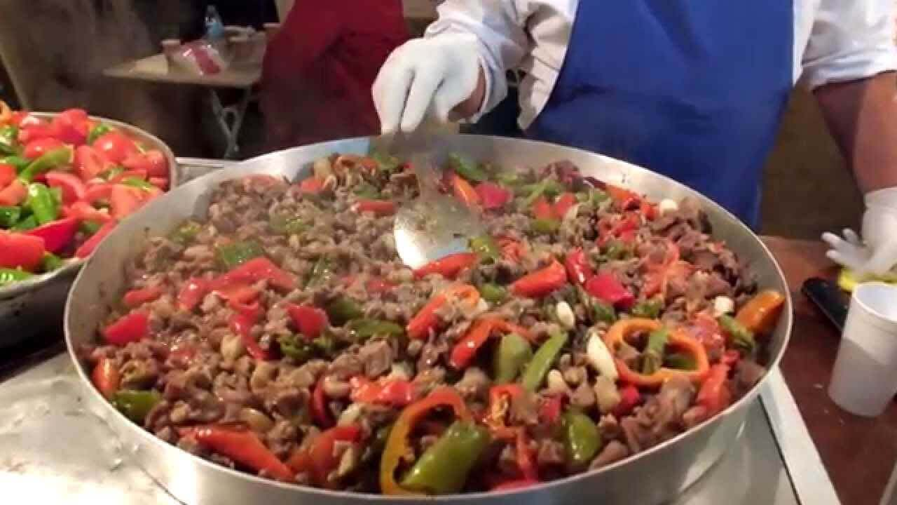 Pfannengericht im Ofen (lokales Gericht) – Niğde Tava - Türkische ...