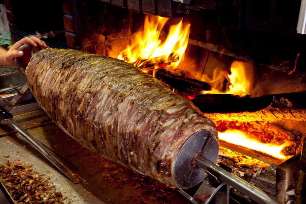Türkischer Kebab nach der Stadt Erzurum - Cağ Kebabı