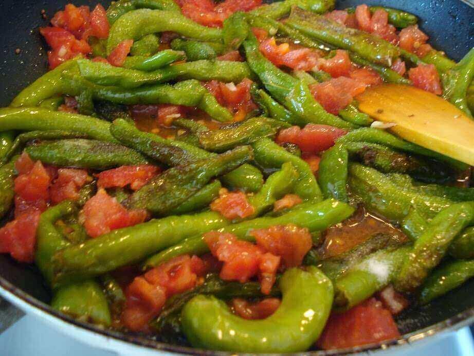 Tomaten und Paprika Pfanne Rezept - Domatesli Biber Kavurma Tarifi