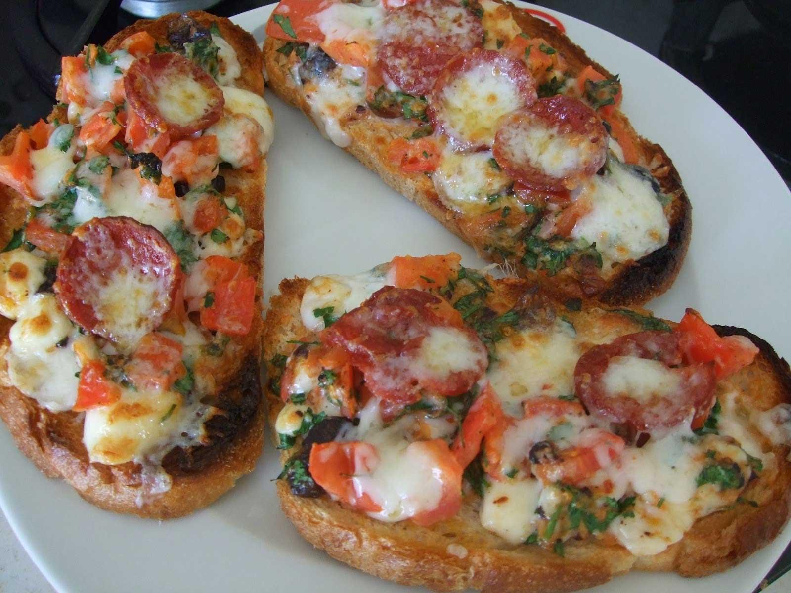 Pizzabrötchen - Pizza Ekmek