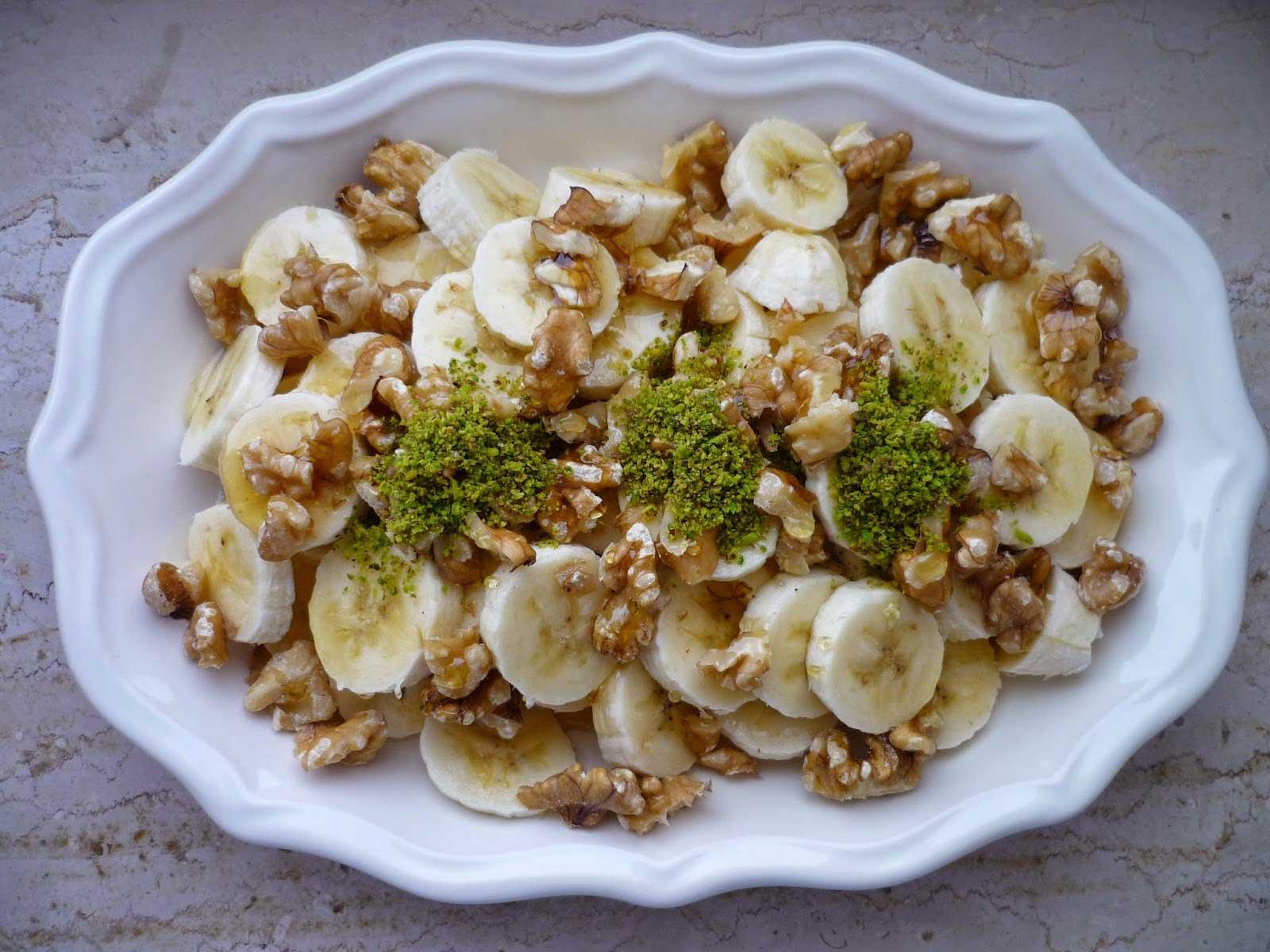 Dessert mit Honig, Walnüssen und Bananen - Ballı Cevizli Muz Tatlısı