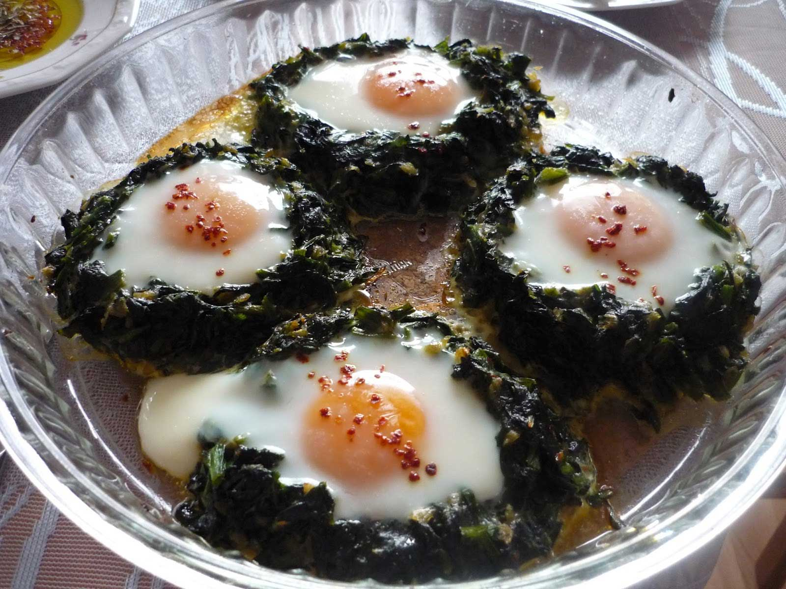 Spinat mit Ei im Ofen - Fırında Ispanaklı Yumurta
