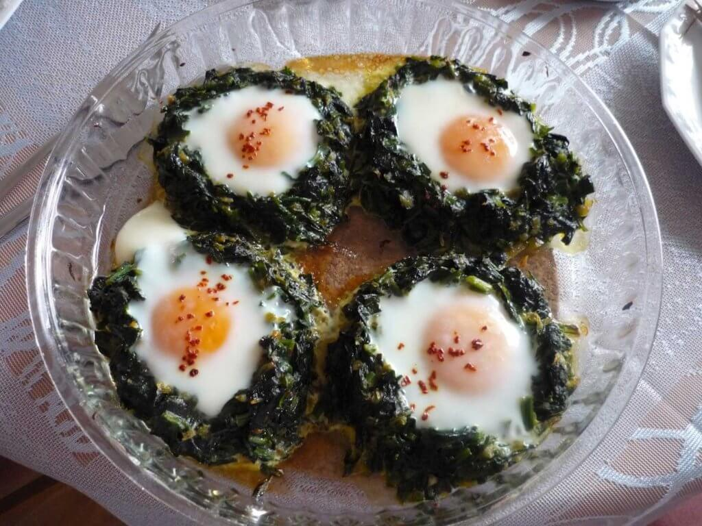 Spinat mit Ei im OfenRezept - Fırında Ispanaklı Yumurta Tarifi