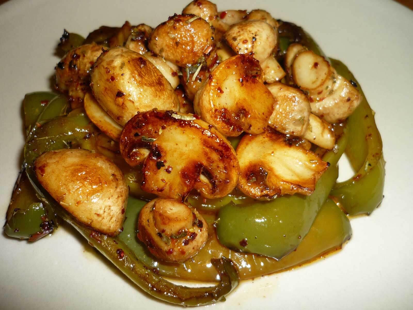 Champignons Saute mit Paprika - Biberli Mantar Sote