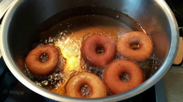 Donut mit Zucker und Zimt Rezept - Şekerli Tarçınlı Donut Tarifi