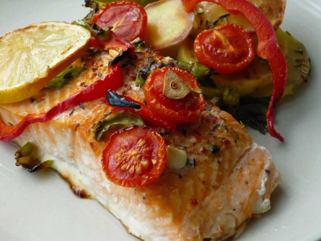 Lachs mit Gemüse im Ofen Rezept - Sebzeli Somon Balığı Tarifi