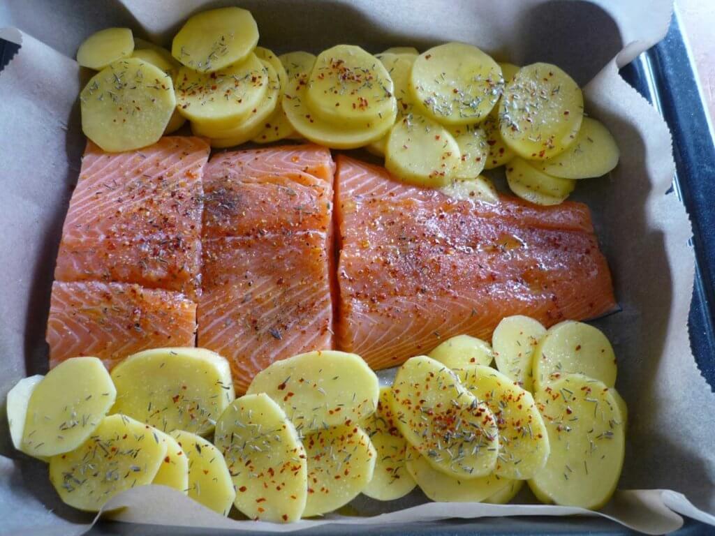Lachs mit Gemüse im Ofen - Sebzeli Somon Balığı
