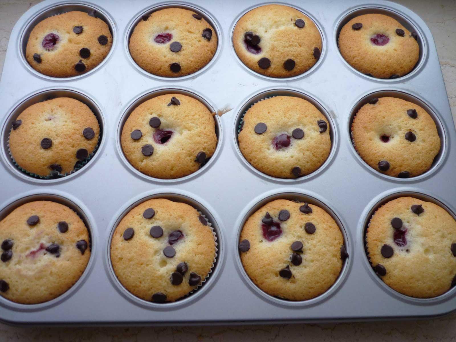 Muffins mit Sauerkirschen und Schokotropfen - Visneli Çikolatalı Top Kek