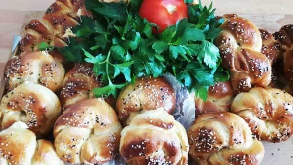 Türkische Brötchen mit Käse - Peynirli Açma