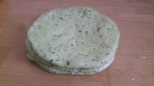 Türkisches Gebäck mit Spinat Rezept - Ispanaklı Katmer Poğaça Tarifi