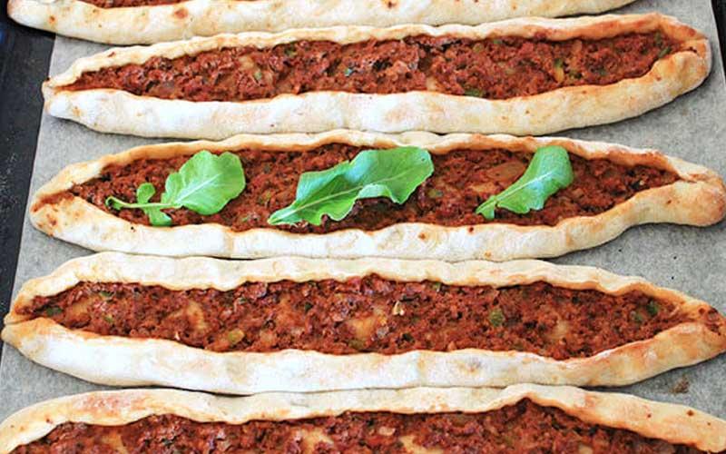 Türkische Rezepte mit Hackfleisch Pide Rezept