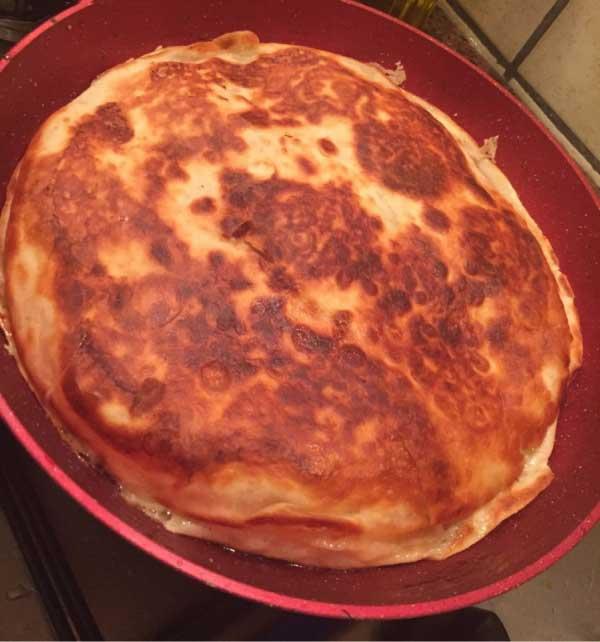 Börek aus der Pfanne aus Lavash - Lavaştan Tava Böreği
