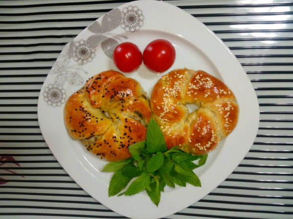 Brötchen mit Oliven und Käse - Zeytinli Peynirli Açma