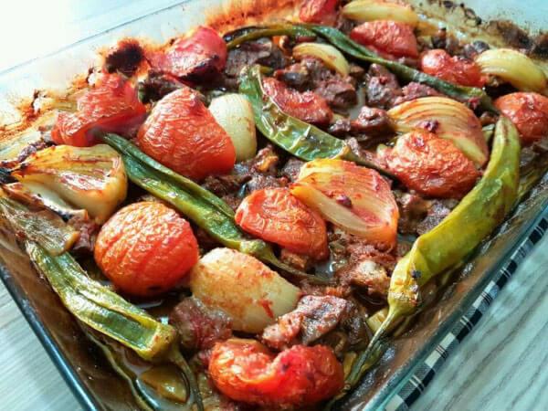 Lammfleisch weich gebacken mit Gemüsen