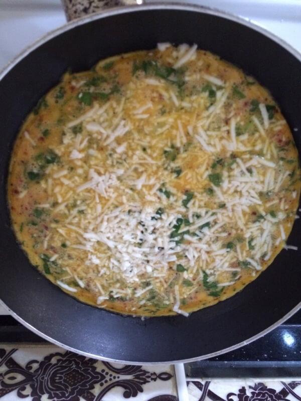 Omelett mit Sesam und Schwarzkümmel