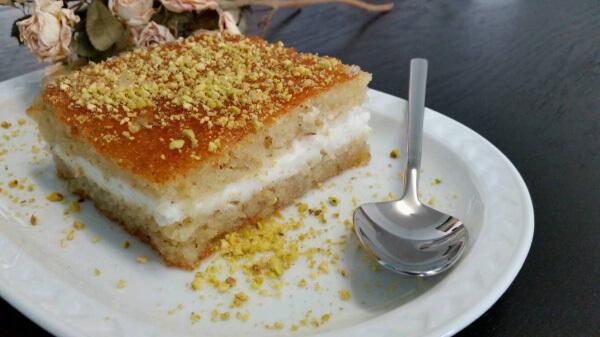 Türkischer Grießkuchen mit Creme - Kremali Revani