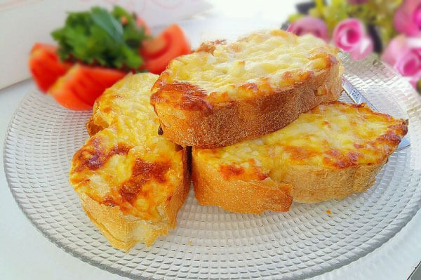 Brotscheiben mit Käse - Peynirli Ekmek Dilimi