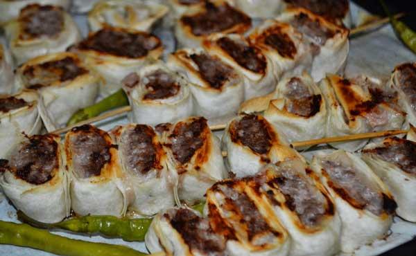 Frikadellen Kebab mit Yufka - Yufkalı Köfte Kebabı