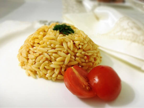Nudelreis mit Tomaten - Domatesli Arpa Şehriyeli Pilav