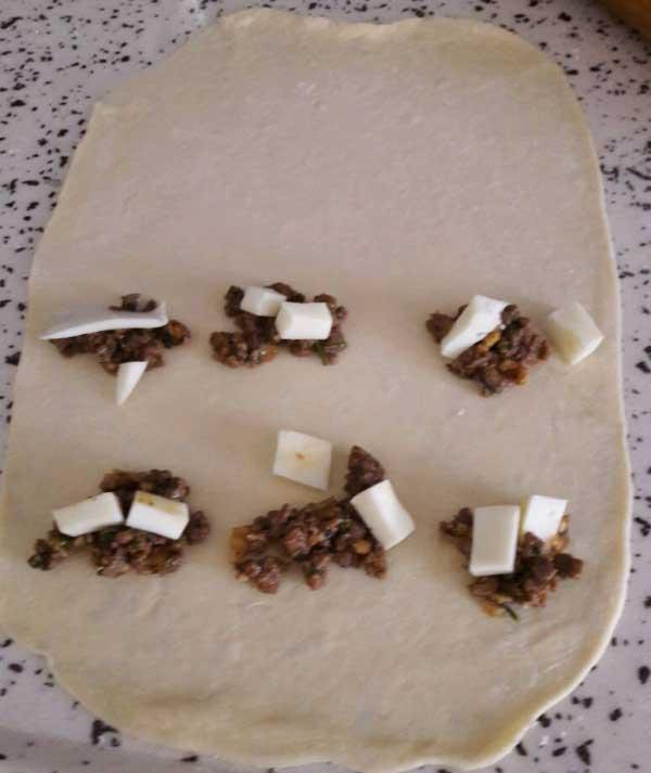 Türkisches Gebäck mit Hackfleisch - Kıymalı Pişi