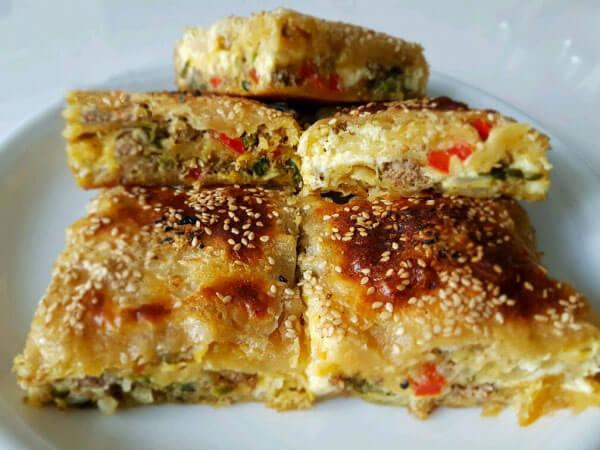 Börek mit Hackfleisch und Ei - Kıymalı Yumurtalı Börek