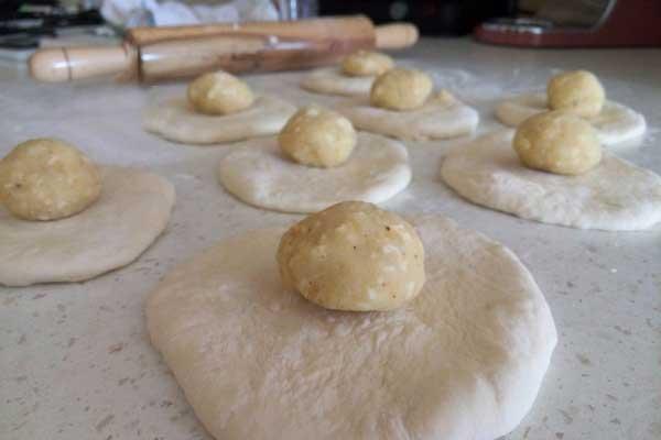 Brot aus der Pfanne mit Kartoffel - Patatesli Tava Ekmekleri