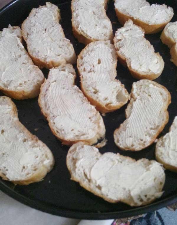 Brot mit Ei aus dem Ofen - Fırında Yumurtalı Ekmek