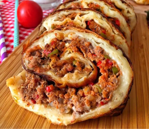 Roll-Börek mit Hackfleisch - Kıymalı Rulo Börek