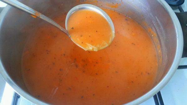 Tarhana Suppe mit Nudelreis - Tel Şehriyeli Tarhana Çorbası