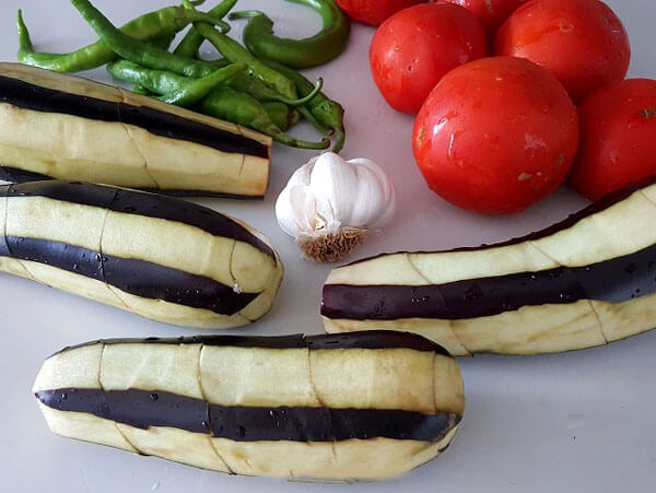 Auberginensalat auf türkischer Art - Patlıcan Çığırtma