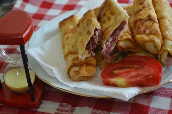 Börek mit Pastırma - Pastırmalı Paçanga Böreği