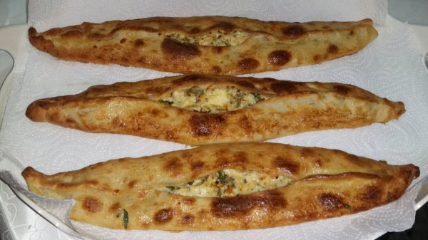 Fladen mit Käse - Peynirli Pide