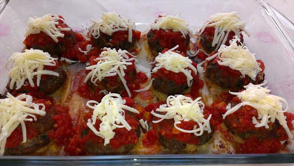 Frikadellen mit Tomatensoße - Domates Soslu Köfte