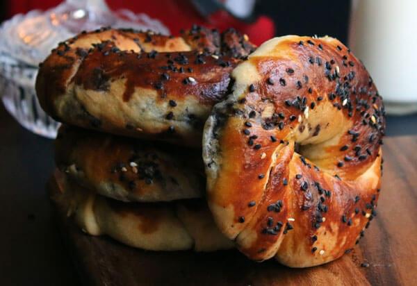Türkische Brötchen mit Oliven - Zeytinli Açma