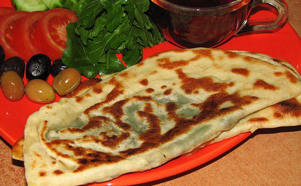 Türkischer Pfannkuchen mit Spinatfüllung - Ispanaklı Gözleme