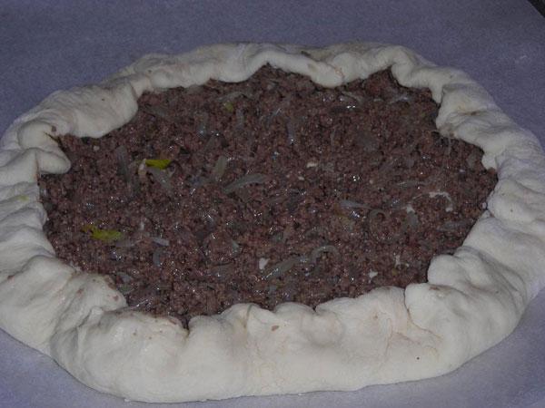 Fladen mit Hackfleisch und Käse - Kıymalı Peynirli Pide