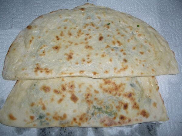 Pfannkuchen mit Sucuk und Spinat - Sucuklu Ispanaklı Bazlama
