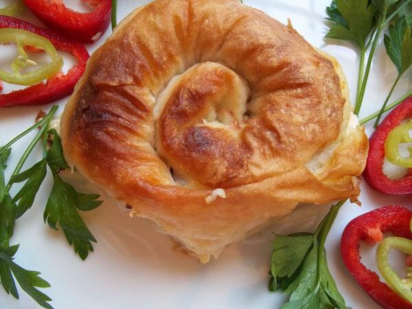 Börek mit Paprika - Biberli Gül Börek
