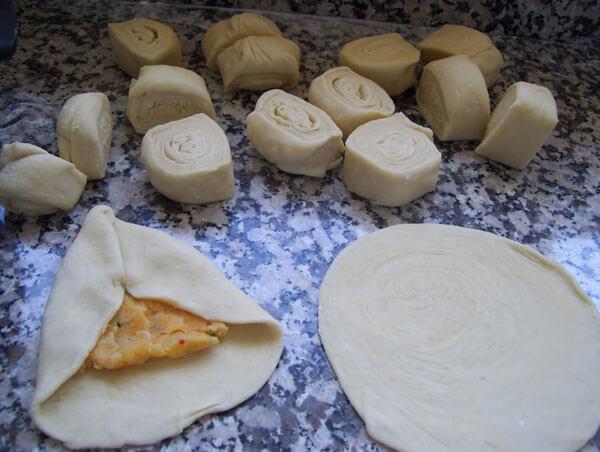 Gebäck mit Kartoffel - Patatesli Üçgen Poğaça