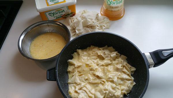 Börek mit Käse aus der Pfanne - Peynirli Tava Böreği