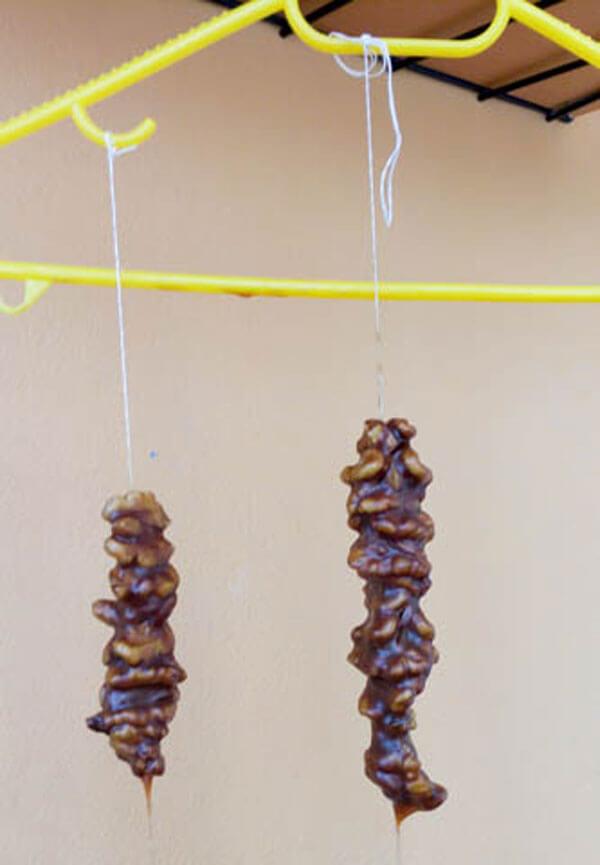 Walnüsse mit Traubensirup - Cevizli Sucuk