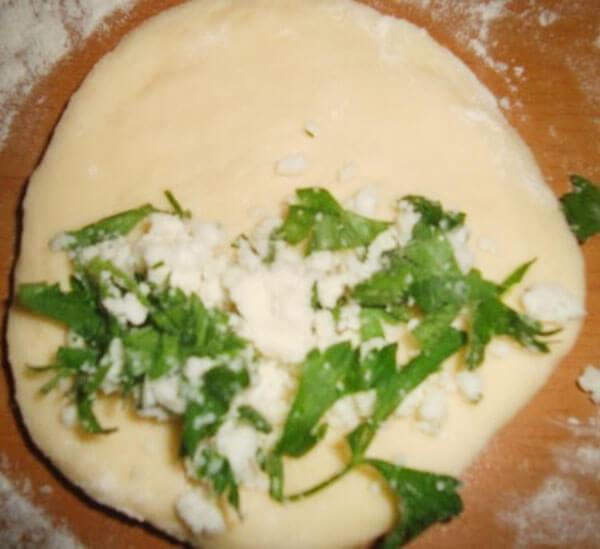 Gebäck mit Käse - Peynirli İçli Poğaça