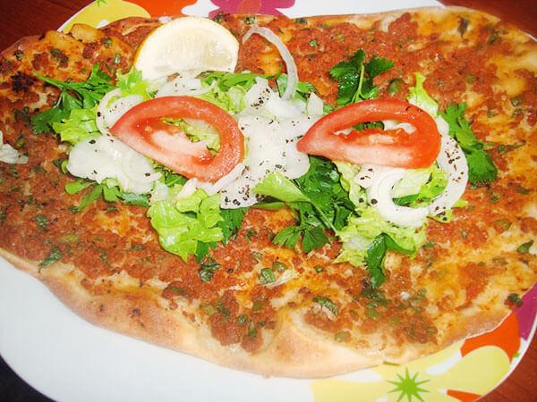 Photo of Hausgemachte türkische Pizza – Evde Lahmacun