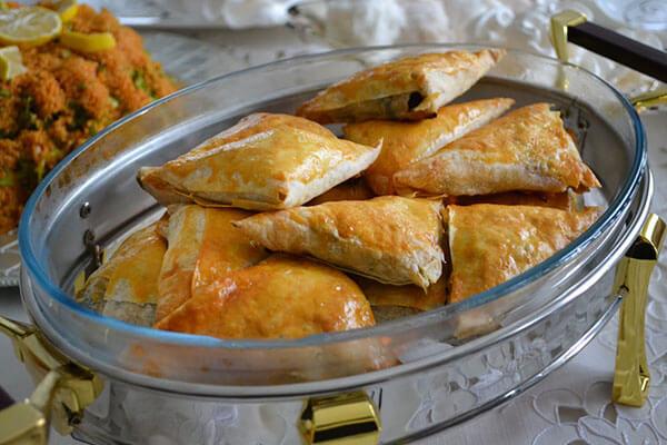 Börek mit Spinat und Pastirma - Pastırmalı Ispanaklı Börek