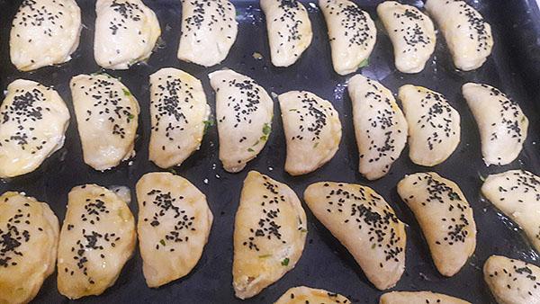 Gebäck mit Cökelek (türkischer Käse) - Çökelekli Poğaça