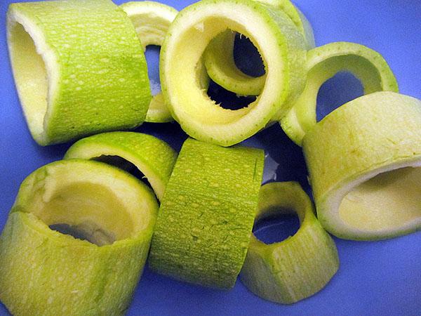 Gefüllte Zucchini - Dereotlu Kabak Dolması
