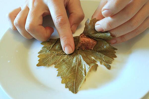 Gefüllte Weinblätter mit Weizengrütze - Yaprak Sarması