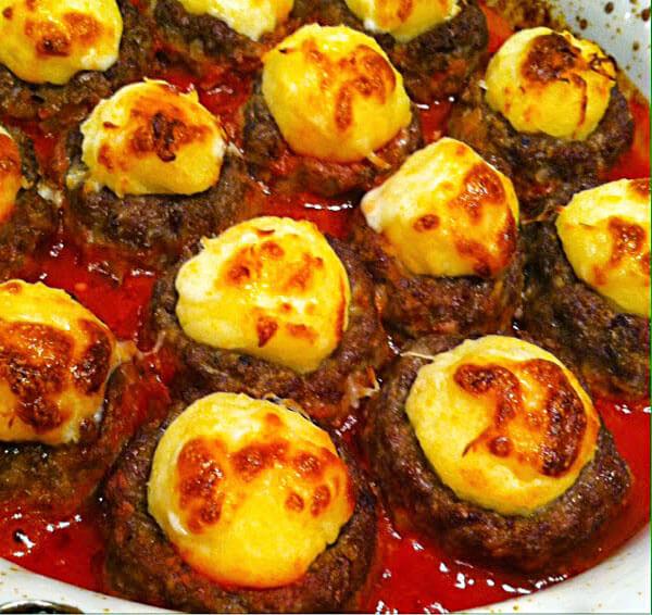 Frikadellen mit Kartoffelpüree - Püreli Köfte