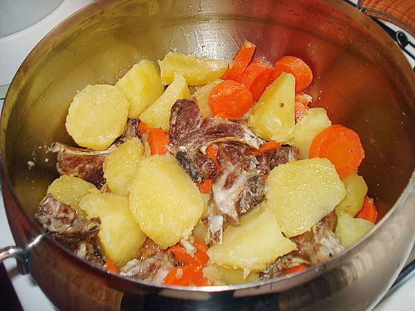 Kartoffel-Fleischeintopf - Haşlama